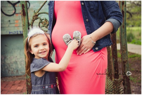 5 Tips on What to Wear for a Maternity Session