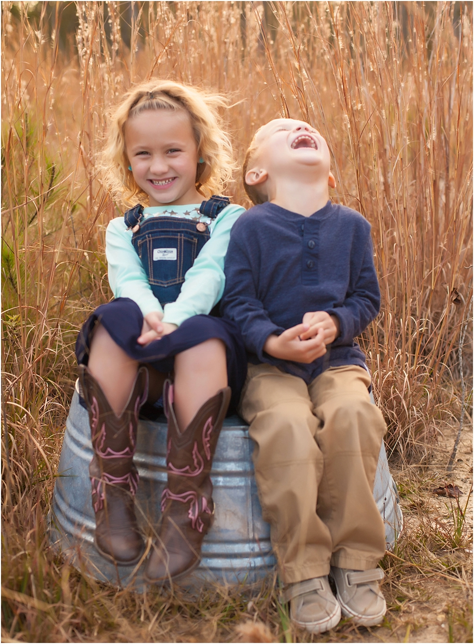 5 TIPS FOR CAPTURING CANDID MOMENTS DURING FAMILY SESSIONS