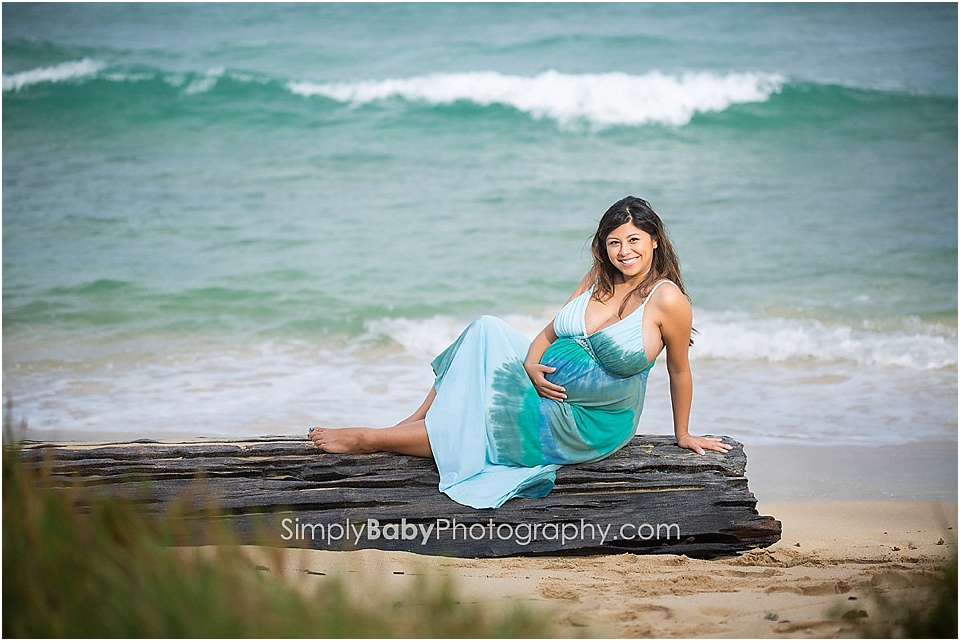 expecting mom for beach portraits