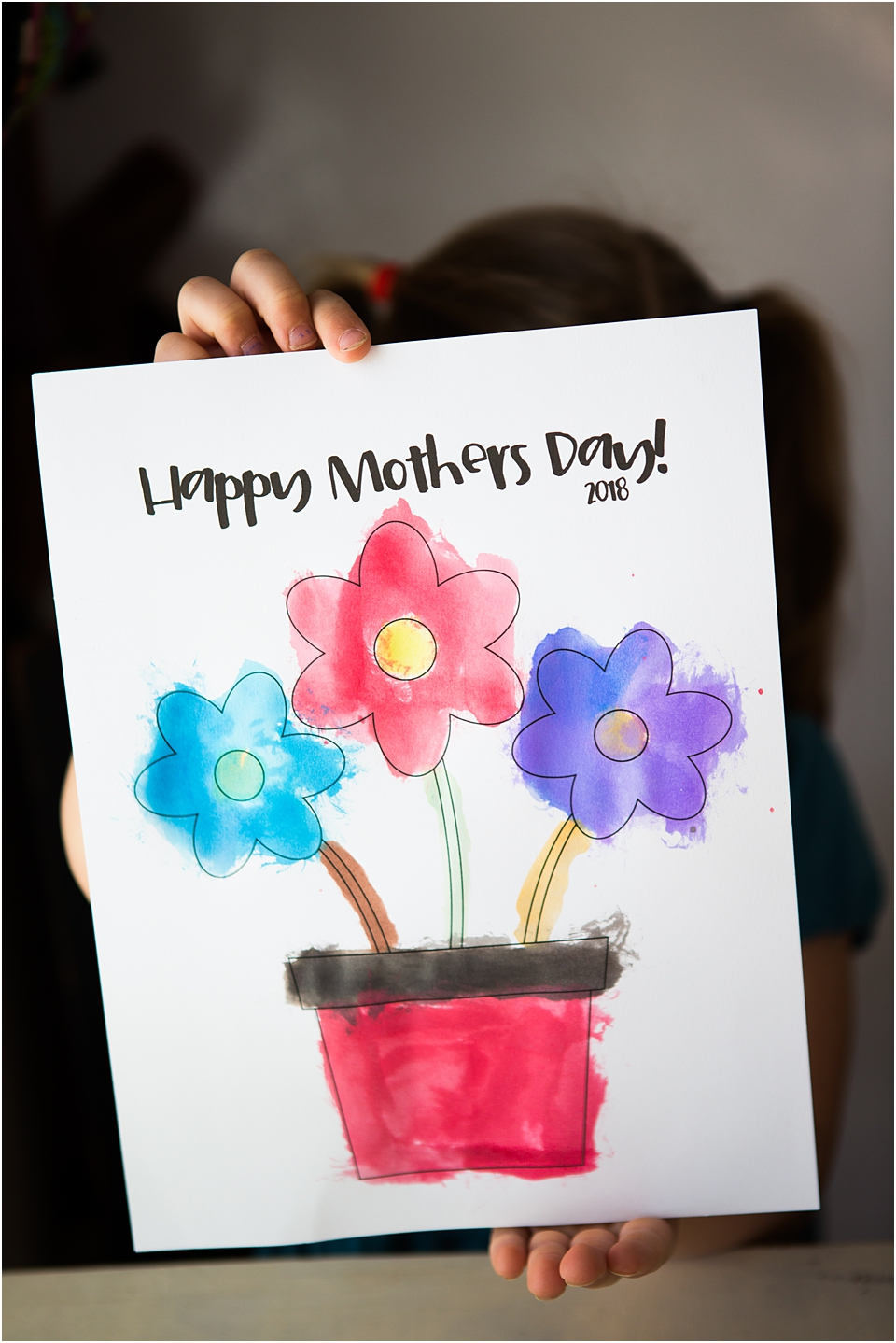 A Mother's Day Directed Drawing STEAM Activity for preschoolers.  Get your FREE Printable and create a handmade Mother's Day craft that preschoolers can make.  This easy mother's day craft can be made in the classroom or preschoolers can make it at home.  Directed Drawing activities enhance listening skills and life skills.