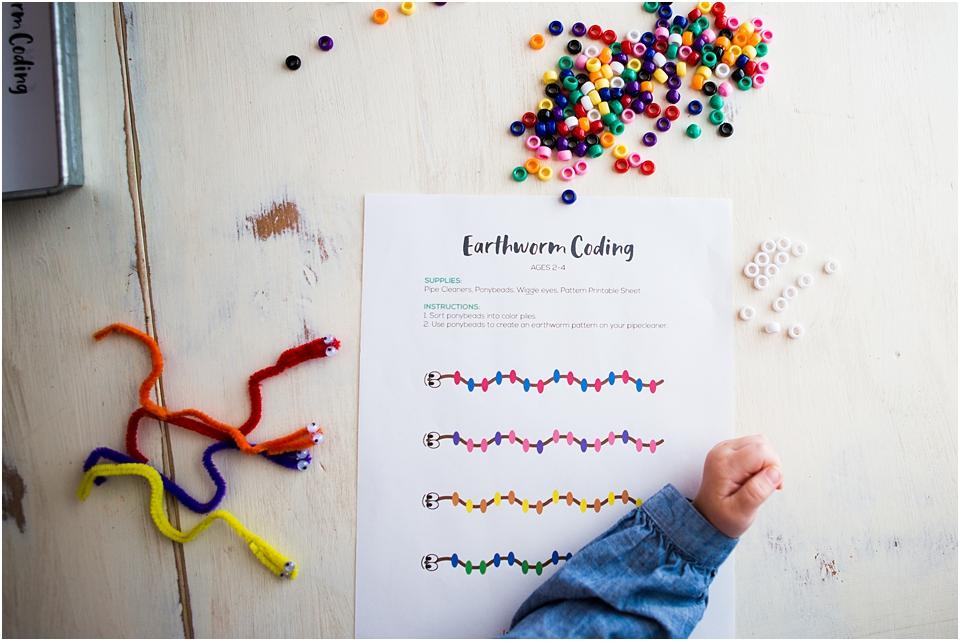 preschool screen free coding #STEAM #Preschool #preschooler #freeprintable #printable #earthwormactivity #screenfree #preschool #stemkids #stem