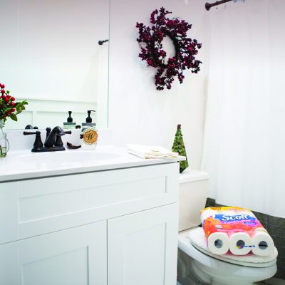 4 Small and Easy Holiday Bathroom Decor Ideas