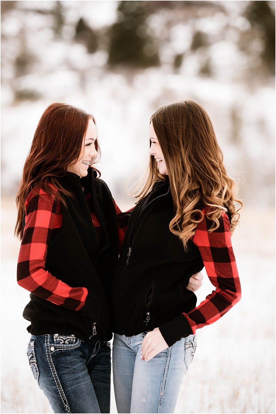 sisters looking at each other posing for family pictures