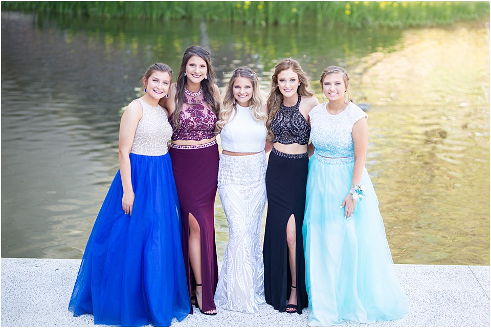group picture of senior girls for prom