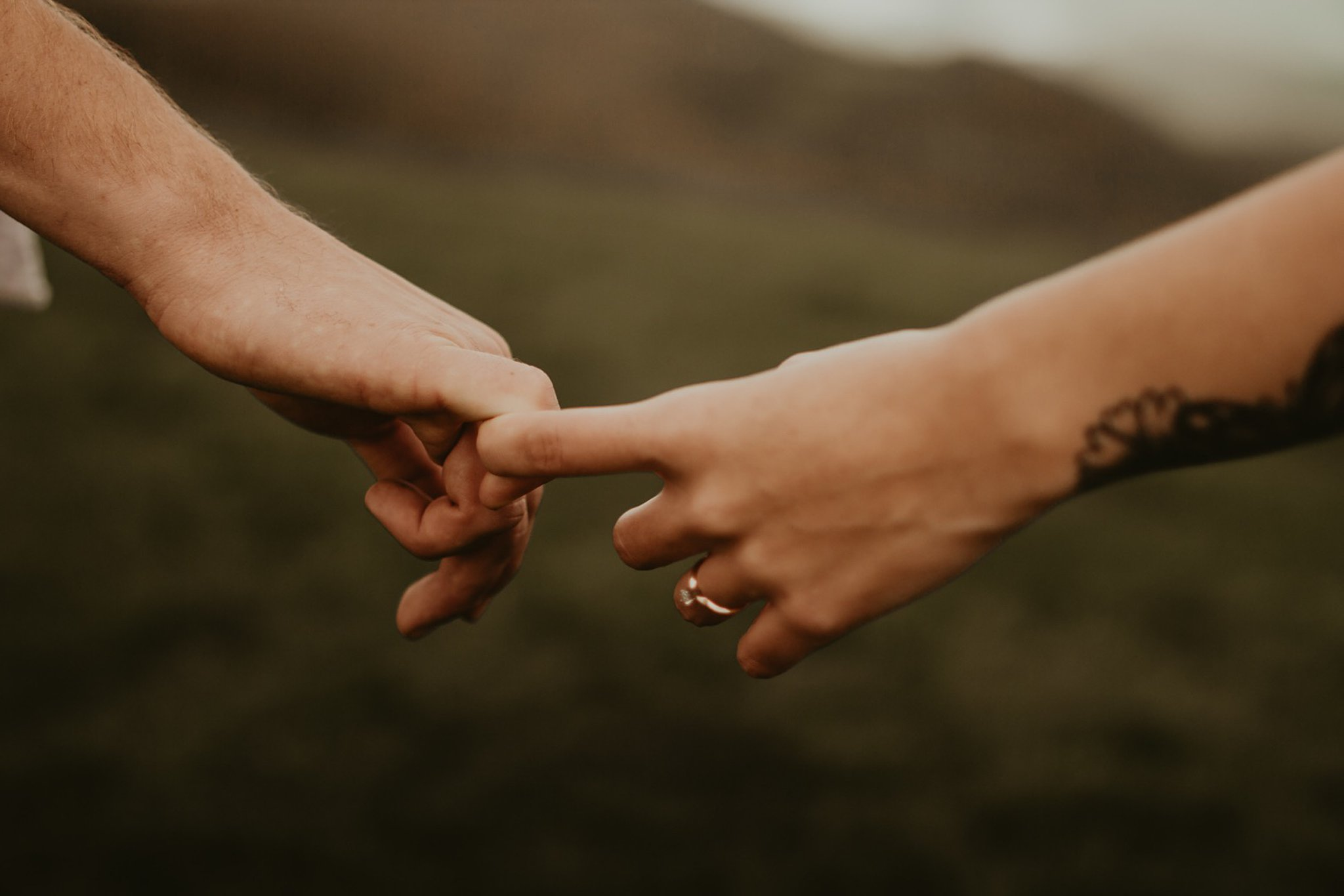 engagement picture of hands and ring