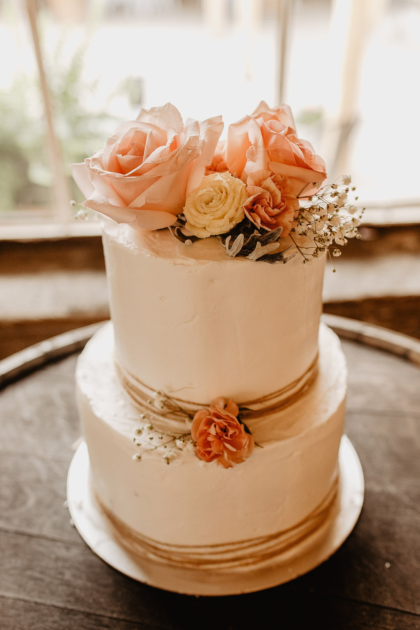 unique wedding photos of a brides wedding cake