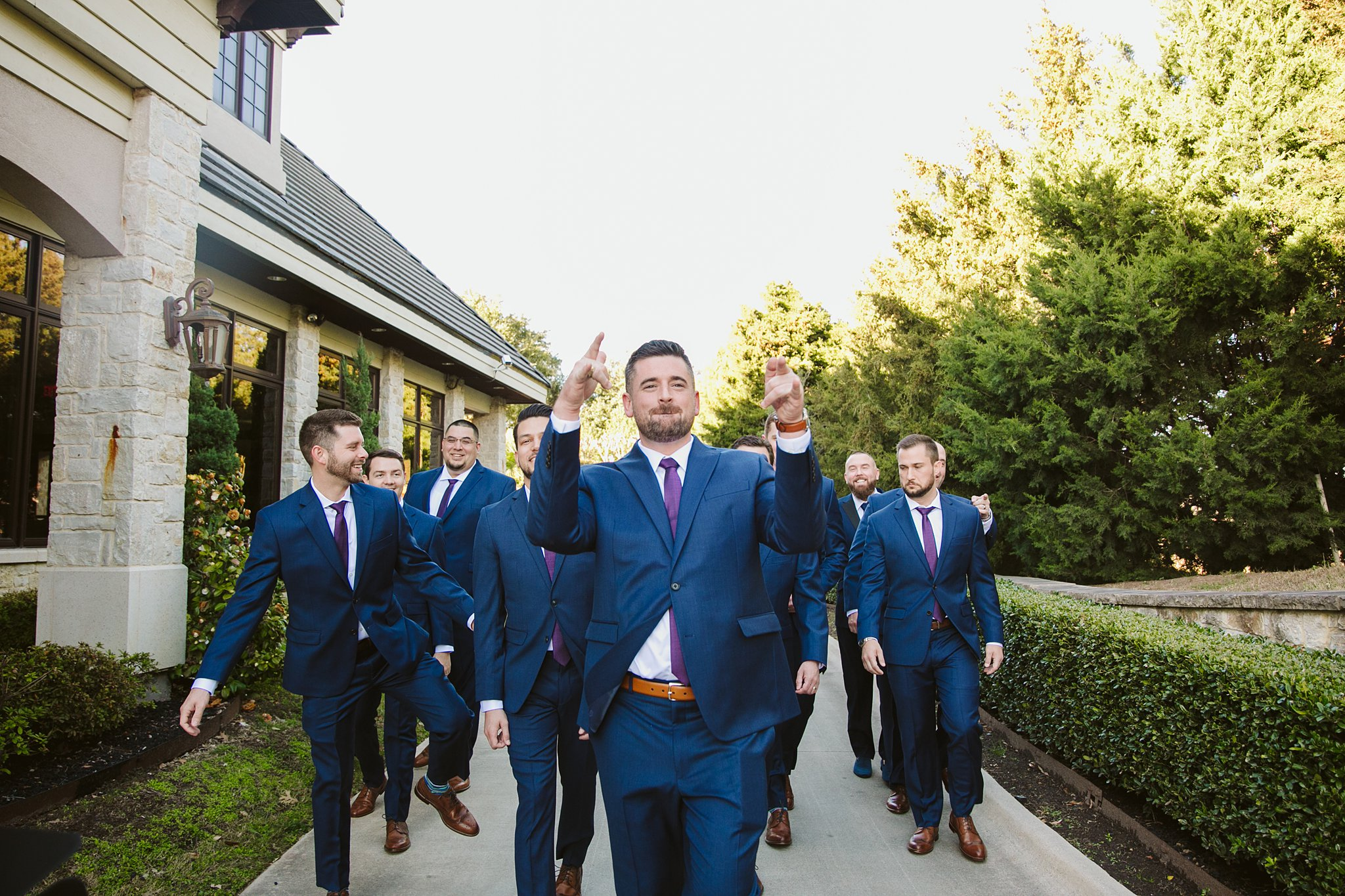 unique grooms and groomsmen picture