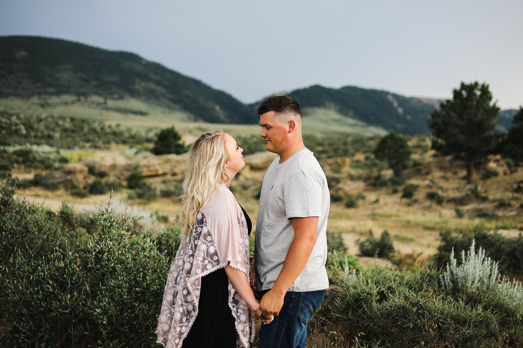engagement pictures of a couple in the mountains